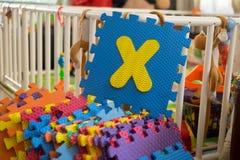 Schaumalphabet-Puzzlespielstücke, X Lizenzfreie Stockfotografie