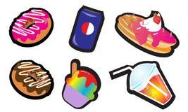 Schaumgummiringe, alkoholfreies Getränk, Pfannkuchen, Eiscreme, Saft Lizenzfreie Stockfotos