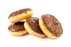 Schaumgummiringe lokalisiert auf weißem Hintergrundteig-Bäckereiprodukt Stockfotografie