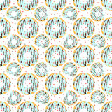 Schaumgummiringe mit blauer Zuckerglasur und Herz-förmiges besprüht Stockfoto