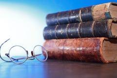Schauspiele und Bücher Lizenzfreies Stockfoto