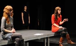 Schauspieler des Barcelona-Theater-Instituts, Spiel in der Komödie Shakespeare für Führungskräfte lizenzfreies stockbild