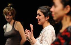 Schauspieler des Barcelona-Theater-Instituts, Spiel in der Komödie Shakespeare für Führungskräfte lizenzfreie stockbilder
