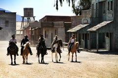 Schauspieler, die Show im weiten Westdorf in Tabernas, Almeria durchführen lizenzfreie stockfotos