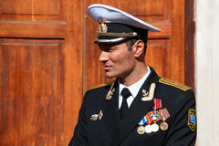Schauspieler Dmitry Ulyanov auf dem Satz der Fernsehserie über russische OffizierMatrosen auf einem U-Boot Goryunov Lizenzfreies Stockbild