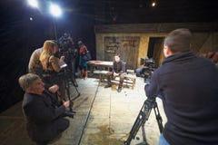 Schauspieler Dmitry Vysotsky, Journalisten und Kameramänner Lizenzfreies Stockbild