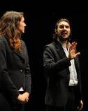 Schauspieler kleideten in der Exekutive des Barcelona-Theater-Instituts an lizenzfreie stockfotos
