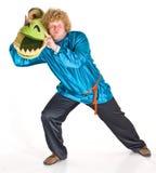 Schauspieler mit Krokodilkopf Lizenzfreie Stockfotografie