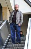 Schauspieler Paul Giamatti am LOCKEREN Flughafen stockbild
