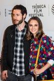 Schauspieler Paulo Costanzo (L) und Rachael Leigh Cook Stockbild