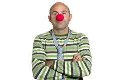 Schauspielerclown, der Clownwekzeugspritze und -gleichheit aufwirft Lizenzfreie Stockbilder