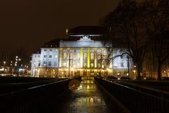 Schauspielhaus teatr przy nighttime Obrazy Stock