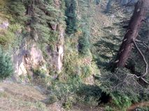 Schaut von der Bergkuppe schmal Lizenzfreies Stockbild