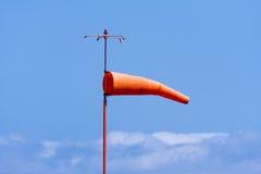 Schauzeichen zur Windrichtung lizenzfreie stockbilder