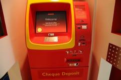 Scheck ATM-Maschine Lizenzfreie Stockfotos