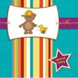 Scheda benvenuta del bambino con l'orso di orsacchiotto del ragazzo royalty illustrazione gratis