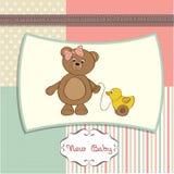 Scheda benvenuta del bambino con l'orso di orsacchiotto della ragazza royalty illustrazione gratis