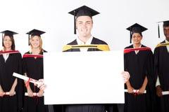 Scheda bianca della holding laureata Immagini Stock Libere da Diritti