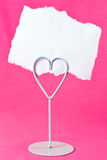 Scheda in bianco nel supporto del cuore Fotografia Stock Libera da Diritti