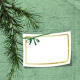 Scheda con l'albero di Natale su priorità bassa verde Fotografia Stock Libera da Diritti