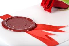 Scheda del biglietto di S. Valentino con la bella guarnizione rossa Immagine Stock Libera da Diritti
