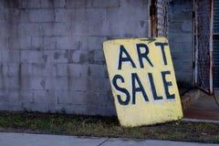Scheda del segno di vendita di arte sulla destra Fotografia Stock Libera da Diritti