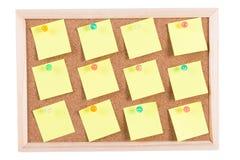Scheda del sughero con le note in bianco Fotografia Stock