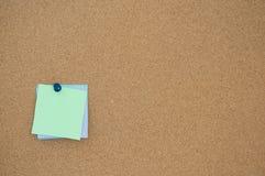 Scheda del sughero del documento di nota Immagini Stock