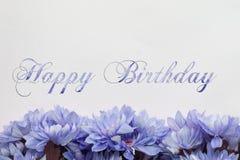Scheda di buon compleanno con i fiori illustrazione vettoriale