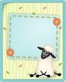 Scheda di compleanno con l'agnello sveglio Immagini Stock