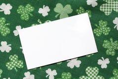 Scheda di nota sulla priorità bassa di giorno della st Patricks Fotografia Stock