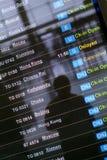 Scheda di partenza all'aeroporto asiatico Immagini Stock Libere da Diritti