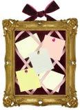Scheda di Pin nel telaio dell'oro   fotografia stock libera da diritti
