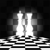 Scheda di scacchi con il re & la regina bianchi Fotografie Stock Libere da Diritti