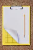 Scheda di scrittura gialla come priorità bassa della sabbia Immagini Stock Libere da Diritti