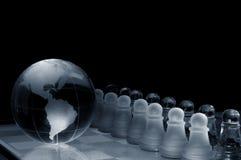 Scheda e figure di scacchi di cristallo Immagini Stock Libere da Diritti