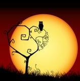 Scheda spaventosa del biglietto di S. Valentino con l'albero ed il tramonto Fotografia Stock