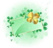 Scheda verde con il trifoglio del foglio dell'oro quattro Immagine Stock Libera da Diritti