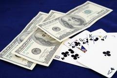 Schede di gioco con soldi Fotografie Stock Libere da Diritti
