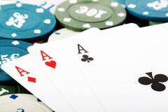 Schede di gioco e chip di gioco Immagine Stock Libera da Diritti