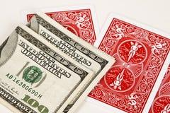 Schede di gioco e dei soldi. Immagini Stock