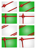 Schede di nota di festa con gli archi ed i nastri rossi del regalo Fotografia Stock