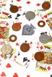 Schede e monete di gioco Fotografia Stock Libera da Diritti