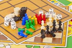 Schede e parti del gioco Fotografia Stock Libera da Diritti