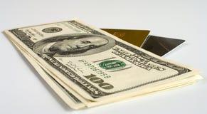 Schede e soldi di plastica. Fotografia Stock