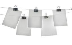 Schede sui clothespins immagini stock libere da diritti