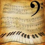 Scheefgetrokken piano en muziekbladachtergrond Stock Foto