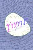 Scheefgetrokken prikklok en tekstelementen op de bakstenen muur royalty-vrije illustratie