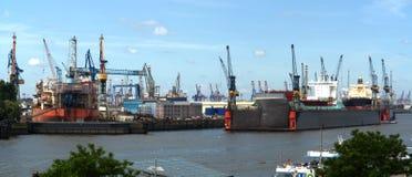 Scheepswerf in de haven van Hamburg Stock Afbeelding