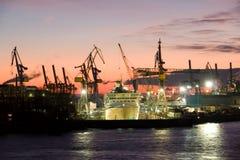 Scheepswerf in de haven van Hamburg Royalty-vrije Stock Foto